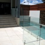 Frameless pool gate